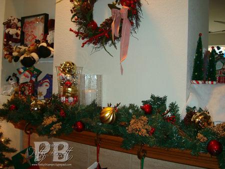 Christmas mantle 08