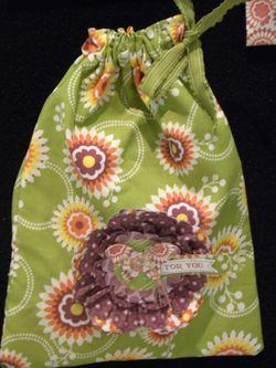 Laura floral district pouch