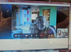 Skype-video-chat-macie-wendy