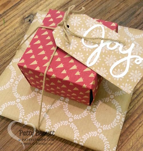 Founders-circle-under-the-tree-package-wrapping